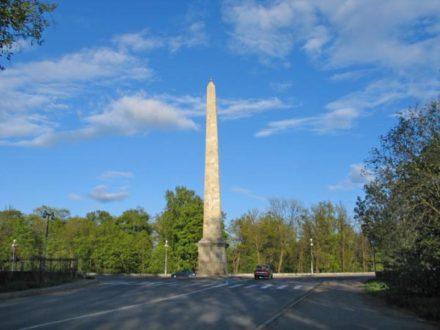 Обелиск на площади Коннетабля