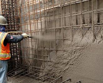 послойное нанесение бетонной смеси на поверхность строительной конструкции