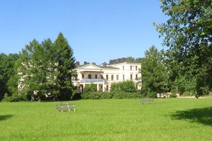 Dvorcovo-parkovyj-ansambl'-Mihajlovskaya-dacha-Petergof